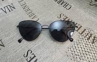Черные очки в черной оправе