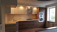 Кухня с фасадами Эггер и акрил