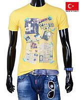 Яркая мужская футболка.