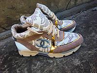 Женские замшевые кроссовки CHANEL бежевые