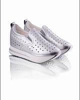 Кроссовки серебристые с перфорацией обувь для женщин яркие 6332