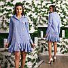 Жатое платье-рубашка в мелкую клетку украшено вышивкой и воланами по подолу, фото 3