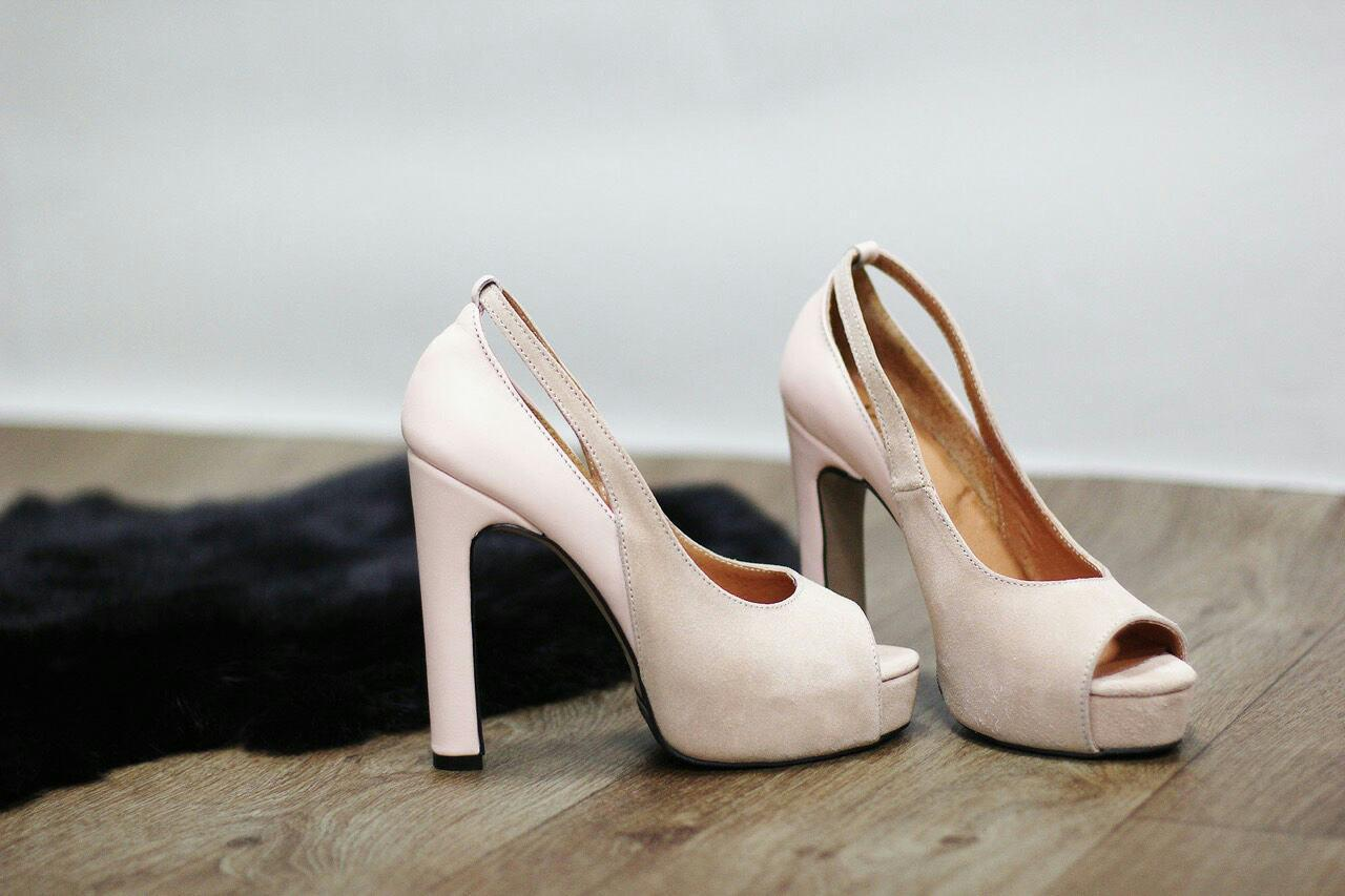 399842ad7 Бежевые туфли на высоком каблуке реплика Christian Louboutin Итальянская  замша открытый носок -