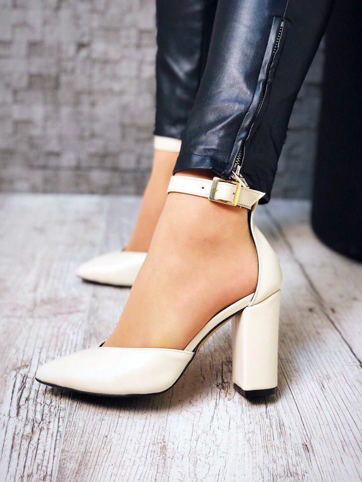 4481e6e07 Бежевые кожаные туфли с ремешком на толстом каблуке -