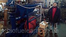 Прес-брикетувальник ударно-механічного типу для виробництва брикетів із соломи
