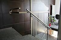 Стеклянное ограждение лестниц