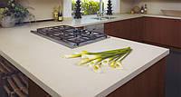 Интерьер кухни с использованием искусственного (кварцевого) камня Caesarstone 2220 – Ivory