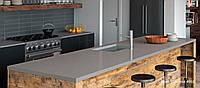 Интерьер кухни с использованием искусственного (кварцевого) камня Caesarstone 4003 Sleek Concrete