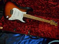 Электрогитара Fender American Stratocaster sunburst w/case