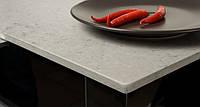 Интерьер кухни с использованием искусственного (кварцевого) камня Caesarstone 4141 Misty Carrera