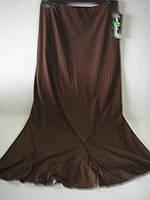 Юбка шоколадного цвета в бежевую тонкую полоску.