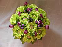 Салатовые розы с raffaello в металлическом кашпо№11