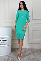 Красивое облегающее платье с перфорацией по подолу и рукавам