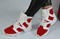 Ботиночки кроссовки высокие  красные