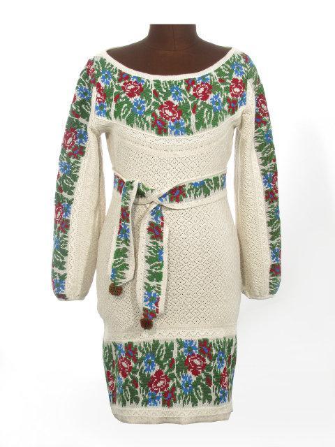 Вязаные платья с вышивкой