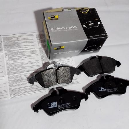 Комплект Тормозных колодок Mercedes Vito 638 Мерседес Вито 638 (1996-2003) 9014210510. Передние. ROADHOUSE Испания