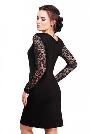 8361dc767cf Изящное приталенное черное платье с гипюровыми рукавами и разрезом сзади