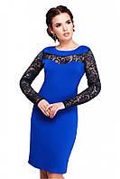 b2a41b0c01f Изящное приталенное платье цвета электрик с гипюровыми рукавами и разрезом  сзади