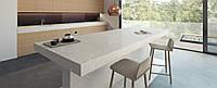 Интерьер кухни с использованием искусственного (кварцевого) камня Caesarstone 5110 Alpine Mist