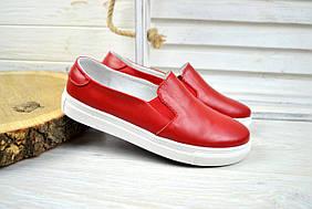 Женские кожаные слипоны красные