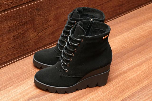 Черные женские ботинки из натуральной замши на фото, модель 8177.1