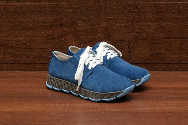Женские замшевые кроссовки синего цвета