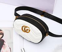 Модная сумка на пояс в стиле Gucci белого с черным цвета