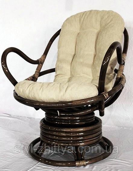 Обертове крісло-качалка з ротангу