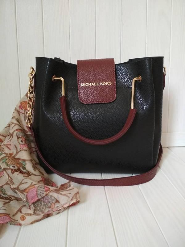 Элегантная женская сумка с металлической фурнитурой