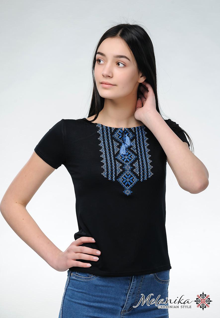 Жіноча чорна вишита футболка Гуцулка синя - ЛЬВІВСЬКИЙ ВИРОБНИК ВИШИТИХ  ВИРОБІВ