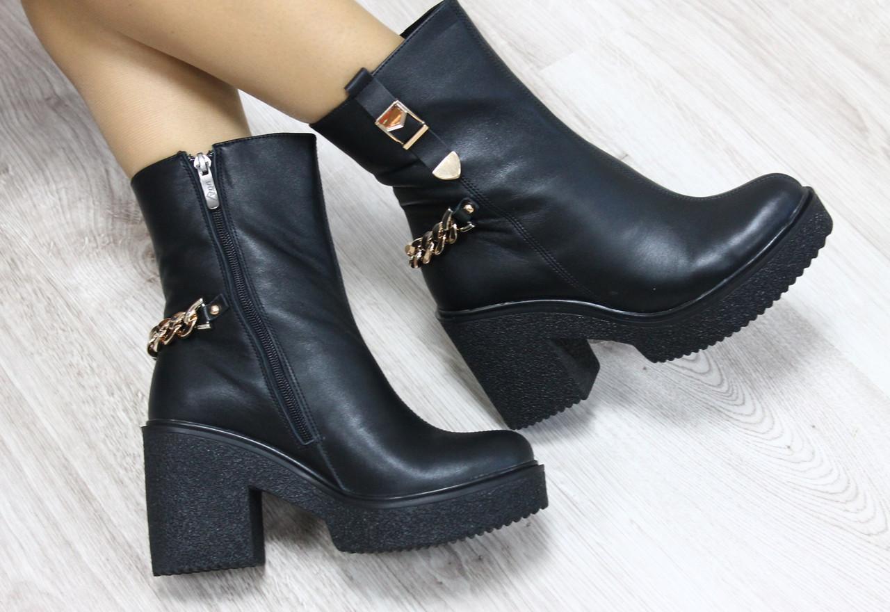 Ботинки кожаные с цепями на каблуке демисезонные  38