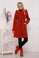 Красивое женское пальто длины до колен с капюшоном и карманами цвет терракотовый