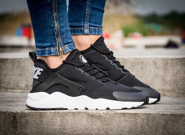 Nike Huaranche Ultra WMNS Black White