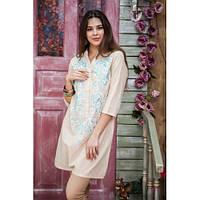 Модное бежевое платье-туника свободного кроя, с пуговицами и яркой вышивкой