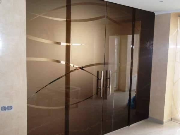 24 Стеклянная раздвижная перегородка в спальню - Зонирование перегородкой из стекла