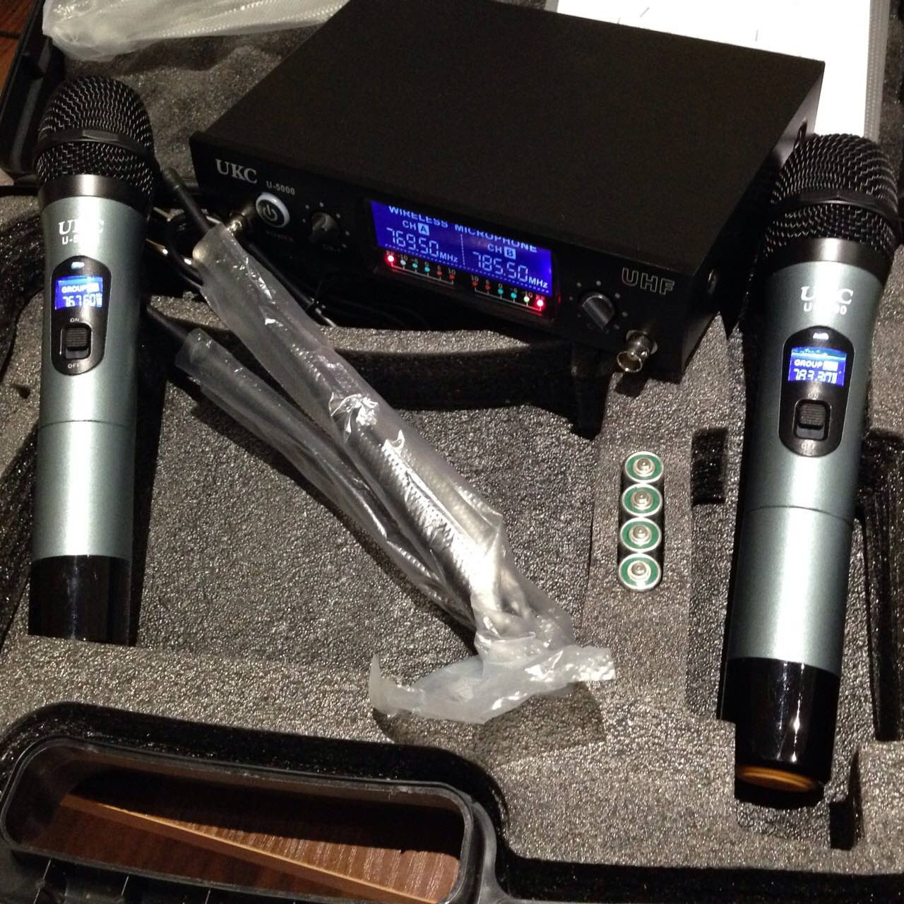 Микрофон UKC DM-5000  UHF база 2 радиомикрофона  Новинка !!!
