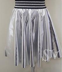 Модна срібна спідниця для дівчинки з еко шкіри.