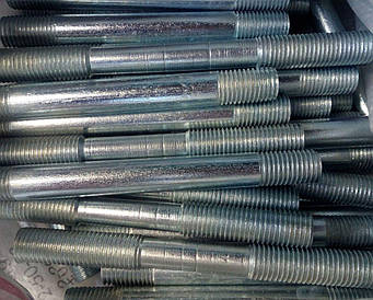 Шпилька М22 ГОСТ 22040-76, ГОСТ 22041-76, DIN 940 з ввинчиваемым кінцем довжиною 2,5 d