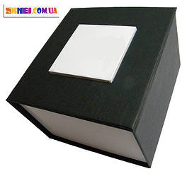 Подарочная картонная коробка для наручных часов.
