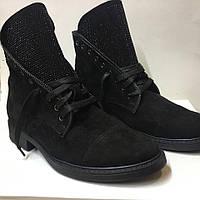 Демисезонные ботинки замшевые с блестящим язычком, фото 1