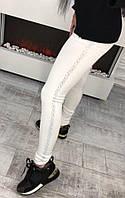 Модные белые трикотажные лосины