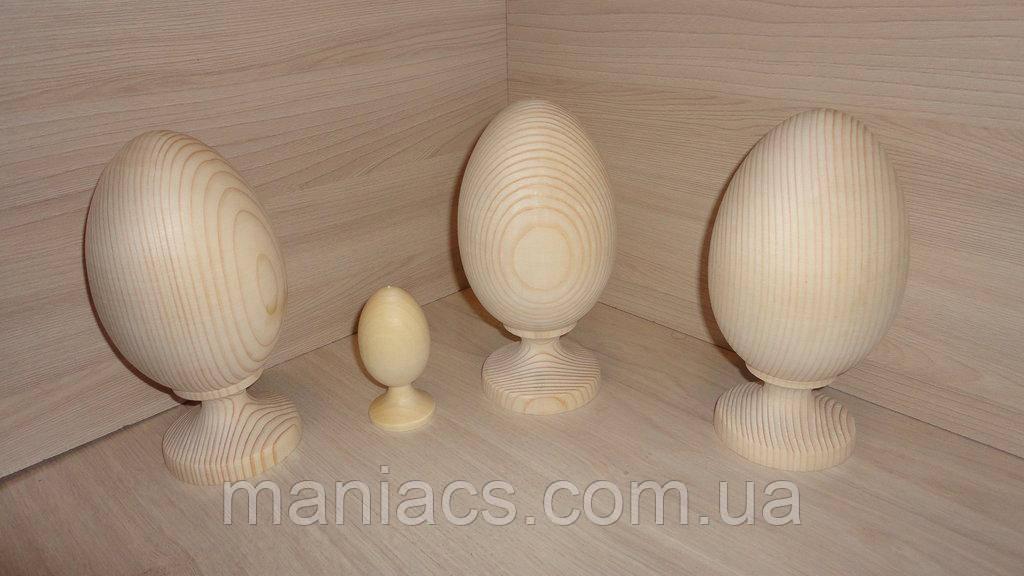 Дерев'яне яйце на цілісної дерев'яній підставці 19 см