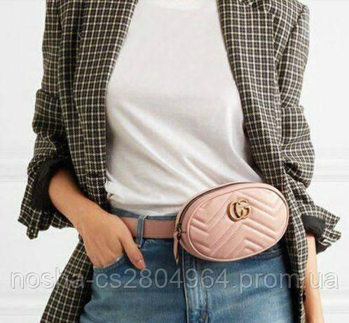 c0ac1326af96 Стильная и модная женская сумка популярного бренда Gucci. Выполнена из  качественной и износостойкой экокожи. Можно носить через плечо или на поясе.