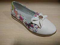 Туфли детские на девочку в цветочный принт белые