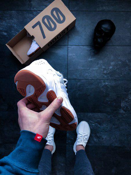 0221932ef1b4f ... Мужские кроссовки Adidas Yeezy 700 Boost White Gum (копия) адидас  белые