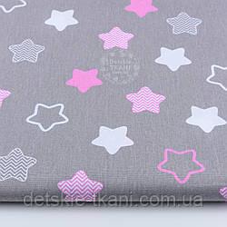 """Ткань хлопковая """"Звёзды-пряники с зигзагами"""" розовые на сером,  № 1252"""