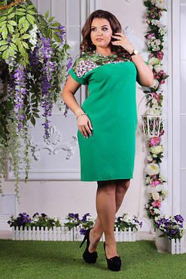 Силуэтно ровное платье с боковыми карманами и короткими рукавами