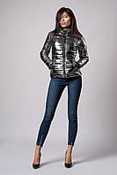 Женская демисезонная куртка из металлизированной плащевки. Код модели К-117-60-18. Цвет темное серебро.