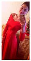 Вечернее женское платье с открытыми плечами
