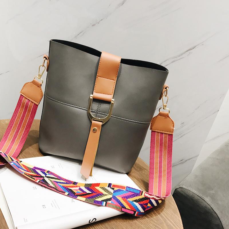d5bdac9ce8be Женская сумка темно-серая с цветным плечевым ремешком набор 2в1 экокожа